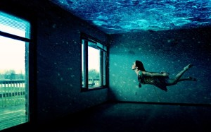 1380783973_Creative_Wallpaper_Girl_under_Water_034917_